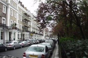 Chelsea: An affluent area near museums and green spaces